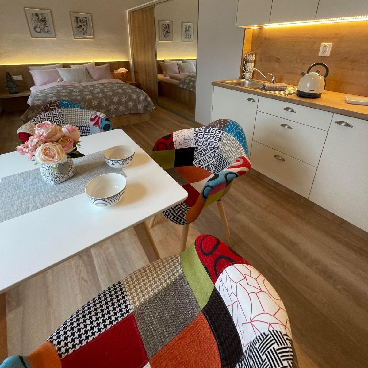 Apartmán Couple - ložnice s kuchyňským a jídelním koutem