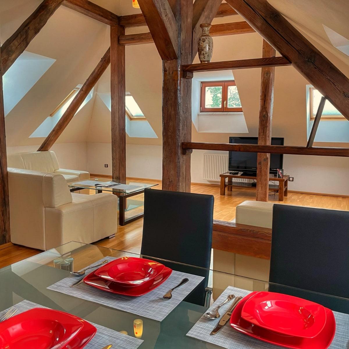 Apartmán Executive - obývací pokoj s jídelním koutem
