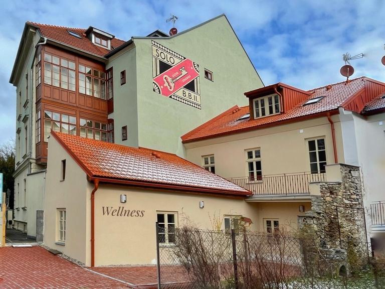Apartmány Bašta, pohled z ulice Příkopy na apartmány a wellness