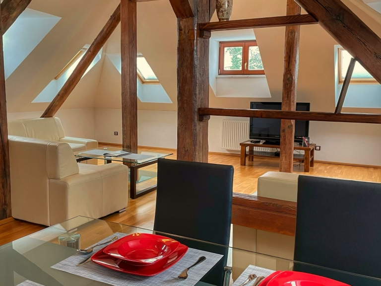 Apartmán Executive - jídelna s obývací pokoj