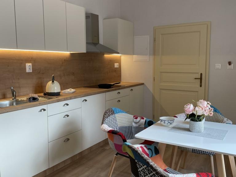 Apartmán Couple - kuchyňský kout s jídelnou